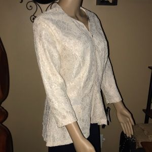 NWT Beautiful lace zip up formal jacket / blouse